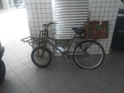 Vendo bicicleta cargueira em bom estado r$ 400