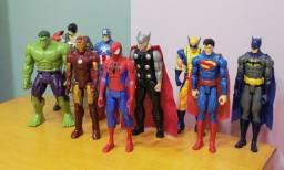Bonecos Marvel e DC