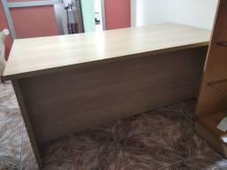 Mesa para confecção ou loja
