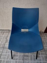 Cadeira de plástico  azul