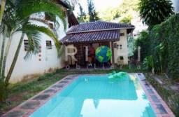 Casa duplex com 2 suítes, piscina e 4 vagas de garagem bem localizada em Cosme Velho