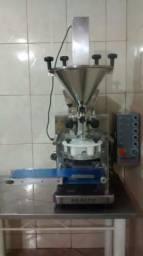 Máquina de salgados Maxiform baby 5.0 + Masseira