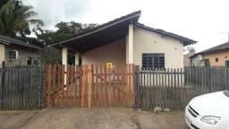 Alugo casa com 3 quarto, banheiro, sala e cozinha dividido por balcão