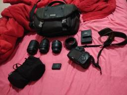 Máquina Nikon profissional D3100 usada.