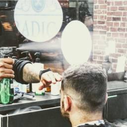 Contrata-se barbeiro/a com experiência para Caxanga.