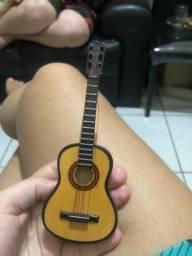 Miniatura de violão