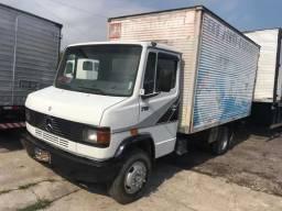 Caminhão mercedez-bens 710 baú (leia a descrição)