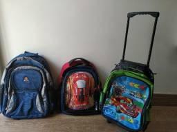 Lote com 3 mochilas escolares seminovas por apenas R$ 120,00