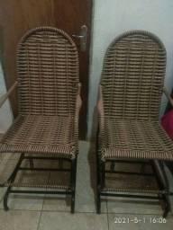 2  Cadeiras de balanço de mola