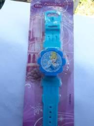 Pulseira em forma de relógio princesas Disney