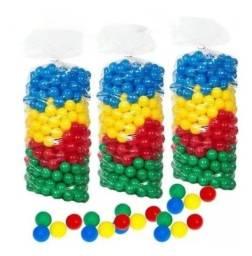 Pacote com 50 bolinhas coloridas