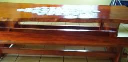 Mesa e bancos peroba.