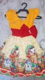 Vendo esses 4 vestido semi novos... veste até 2 anos.