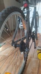 Bike ótima toda em alumínio