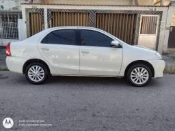 Etios Sedan XLS 1.5 branco perolizado, GNV 5ª ger, couro, magnífico estado, Top