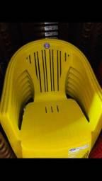 Poltrona plástica - R$32,00 - Suporte 140Kg
