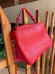 Bolsa vermelha e rosa