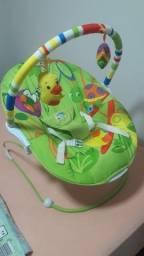 Cadeira infantil e banheira