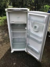 Vendo geladeira da marca cônsul