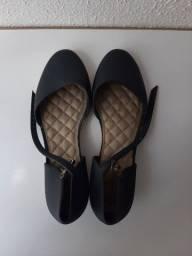Título do anúncio: Sapato preto com salto - Tamanho 35