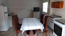 Alugo quarto mobiliado, kit Net .