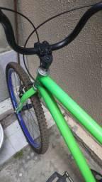 Bicicleta aro 26 muito nova