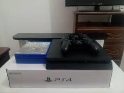 Playstation 4 em ótimo estado e pouco tempo de uso