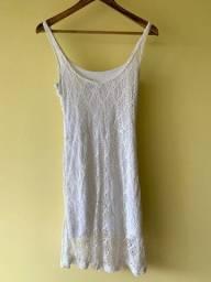 Vestido branco rendado com forro