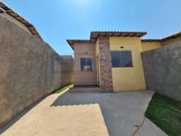 Linda casa á venda com 3 dormitórios sendo 1 suíte, em São Joaquim de Bicas