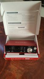 Placa de som FOCUSRITE scarlett 2I2 INTERFACE