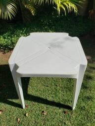 Conjunto 2 Mesas e 6 Cadeiras de Jardim Grosfillex