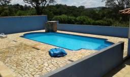 Ch.2.400 m² com bela casa 3 dorm. piscina condomínio