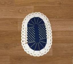 Tapete oval de crochê 62cm azul
