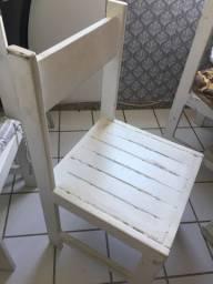 Cadeira de madeira apenas 145,00