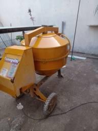 Alugo betoneira