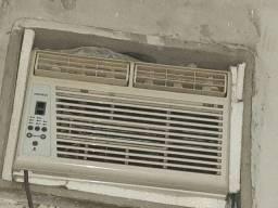 Ar condicionado Komeco 9 Mil BTUs com controle remoto