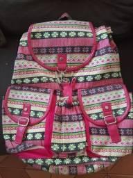 Lindas mochilas e sacolas novas