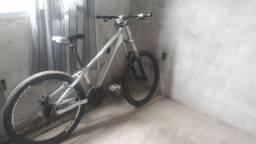 Vendo bike de trilha  preço a negocia