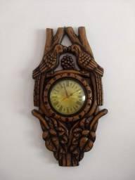 Relógio pássaro em madeira