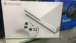 Xbox One S 1TB + Base Vertical + Bateria + Jogo + Garantia (Semi Novo Zerado)