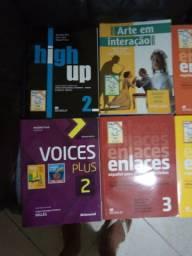 Tenho livros escolares novos