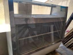 Balcão geladeira embaixo e estufa encima