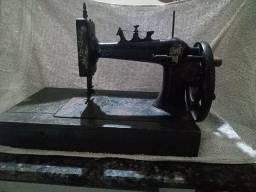 Relíquia .... Máquina de costura, aproximadamente 100 anos