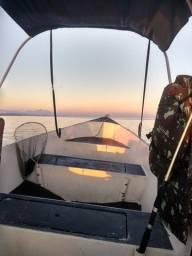 Lancha para pescaria na Bahia de guanabara até 4 pessoas marque ja a sua!