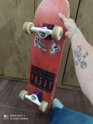 Skate profissional semi novo