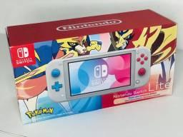 Nintendo Switch Lite 32GB Zacian and Zamazenta Edition - Pokémon (NOVO)