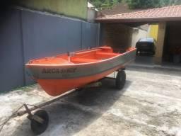Barco com motor (15 HP)