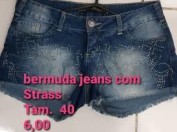 Bermudinha jeans linda com brilhos na frente strass.