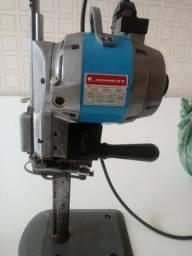 Vendo máquina de cortar roupa