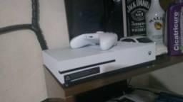 Xbox One, controle, e cabos